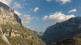 Tijdtijdspanne bij Vikos-Kloof in Epirus Griekenland stock footage
