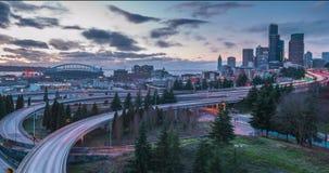 Tijdtijdspanne bij zonsondergang van verkeer in Seattle, Washington stock footage