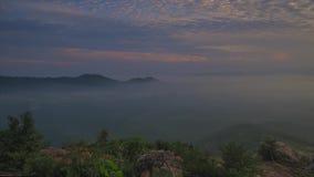 Tijdtijdspanne: Mooie Zonsopgang bij de heuvel in Perlis Maleisië stock videobeelden