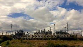 Tijdtijdspanne over raffinaderij in Denver Colorado stock videobeelden