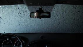 Tijdtijdspanne, reis door een automatische autowasserette, die van de salon schieten 4K langzame mo stock videobeelden