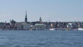 Tijdtijdspanne in Stockholm, Zweden Mening van de oude stad stock video