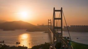 Tijdtijdspanne van avondopstopping op de brug in Hong Kong stock footage