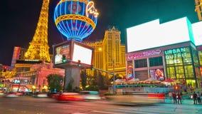 Tijdtijdspanne van de menigten en het verkeer van Las Vegas bij nacht
