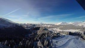 Tijdtijdspanne van de skitoevlucht van Avoriaz in de Franse Alpen, stock video