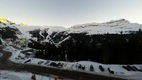 Tijdtijdspanne van de skitoevlucht van Avoriaz in de Franse Alpen, stock videobeelden