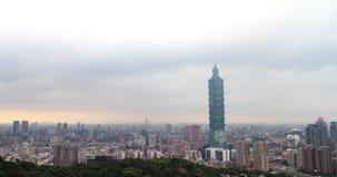 Tijdtijdspanne van de Stadshorizon van Taipeh bij zonsondergang, Taiwan stock footage