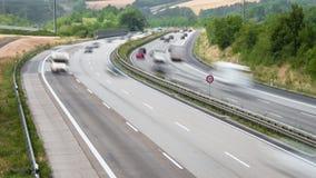 Tijdtijdspanne van dicht verkeer op Duitse weg stock video