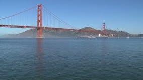 Tijdtijdspanne van Golden gate bridge in San Francisco stock footage
