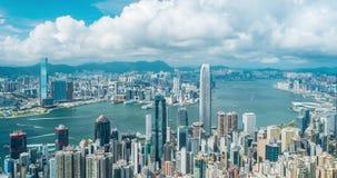 Tijdtijdspanne van Hong Kong Victoria Harbour en blauwe hemelachtergrond stock video