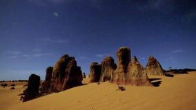 Tijdtijdspanne van kalksteen tijdens zonsondergang wordt geschoten die stock videobeelden