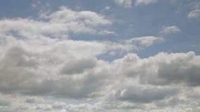 Tijdtijdspanne van langzame bewegende donkere onweerswolken stock videobeelden