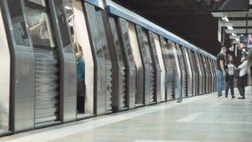 Tijdtijdspanne van menigte in een bezige metro post stock footage