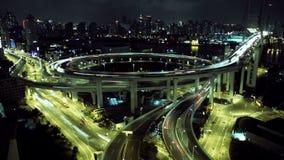 Tijdtijdspanne van Nan Pu-brug in Shanghai, China De mening van de nacht stock video