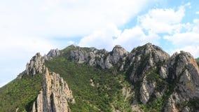 Tijdtijdspanne van pyrenean canion van Pierre Lys, Frankrijk stock footage