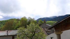 Tijdtijdspanne van pyrenean dorp in Aude stock videobeelden