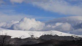 Tijdtijdspanne van pyrenean landschap, Frankrijk stock videobeelden