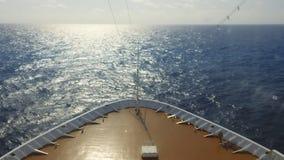 Tijdtijdspanne van schip bij open zee stock videobeelden