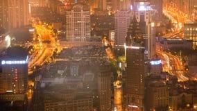 Tijdtijdspanne van verkeer in Shanghai, China bij nacht stock videobeelden