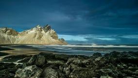 Tijdtijdspanne van Vestrahorn-rotsen, IJsland stock video