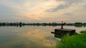Tijdtijdspanne van waterpoort bij kanaal in zonsondergangtijd stock footage