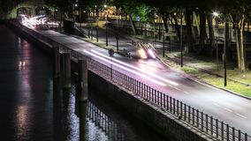 Tijdtijdspanne van wegverbinding in Parijs door de Zegenrivier stock videobeelden