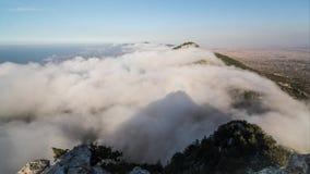 Tijdtijdspanne van Wolken die over Besparmak-Bergketen in Kyrenia, Noordelijk Cyprus gaan stock videobeelden