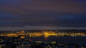 Tijdtijdspanne van wolken over Haven van Seattle langs Puget Sound in WA-staat bij dageraad