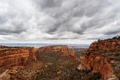 Tijdtijdspanne van wolken over het Nationale Monument van Colorado stock videobeelden