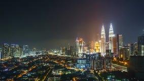 Tijdtijdspanne van zonsondergang aan zonsopgang bij Kuala Lumpur-stadshorizon stock videobeelden