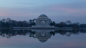 Tijdtijdspanne van zonsopgang in Jefferson Memorial in Washington, gelijkstroom