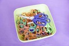 Tijeras coloridas de los niños Fotos de archivo
