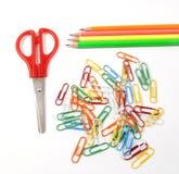 Tijeras, lápices y paperclips Fotografía de archivo libre de regalías