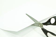 Tijeras que cortan el Libro Blanco Imágenes de archivo libres de regalías