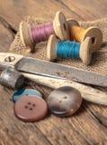 Tijeras y accesorios de costura Imagen de archivo libre de regalías