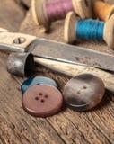 Tijeras y accesorios de costura Fotografía de archivo libre de regalías