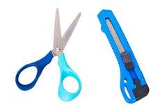 Tijeras y cuchillo del cortador de papel aislado Imagenes de archivo