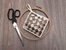 Tijeras y un conjunto para la costura fotos de archivo libres de regalías