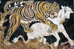 Tijger die een kalf, roman mozaïek, Capitoline-Museum aanvallen Stock Afbeeldingen