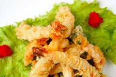 Tijgergarnalen in tempura met slabladeren Royalty-vrije Stock Afbeeldingen