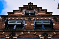 Tijolo Windows de madeira de Haarlem da fachada da escada velho foto de stock royalty free