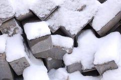 tijolos e pedras com neve Fotografia de Stock Royalty Free