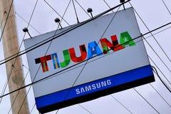 `-Tijuana för stort mångfärgat tecken som läs- ` lokaliseras i Tijuana, Mexico arkivbild