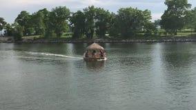 Tik łódź Na rzece zdjęcie wideo