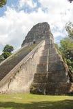 Tikal, Γουατεμάλα: Ναός Β, μια από τις σημαντικότερες πυραμίδες (57 μέτρο Στοκ Φωτογραφίες