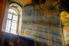Tikhvin假定内部的修道院大教堂 免版税库存图片
