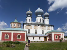 Tikhvin-Annahme-Kloster, ein russisches orthodoxes u. x28; Tihvin, St- Petersburgregion, Russia& x29; Stockbilder