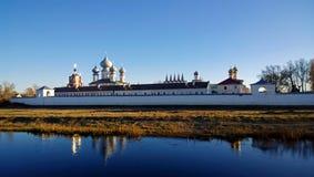 Tikhvin Dormition修道院的全景 图库摄影