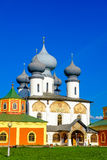 Tikhvin-Klosterkathedrale der Annahme Stockfotos