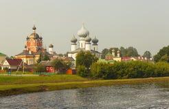 Tikhvin Marian Tikhvin Assumption Monastery Mening van Fishevoy-bergen Rusland stock foto